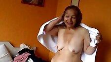 Granny olga taking a shower abuela olga tomando una ducha