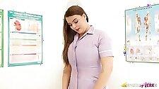 Horn-điên cong y tá, Cherry Má là đã sẵn sàng để chứng minh cho bạn gái của mình