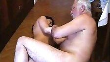 Sehr alter fetter Mann missbraucht junge Magd sehr hart