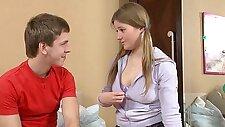 Busty Russian teen hart gefickt von ihrem Schritt Bruder